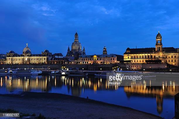 Dresden Brühl Terrasse mit Blick auf die Brühlsche Terrasse Augustus-Brücke in der Abenddämmerung
