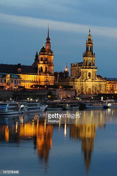 Dresden Brühlsche Terrasse mit Hofkirche und Palace Residence Blaue Stunde