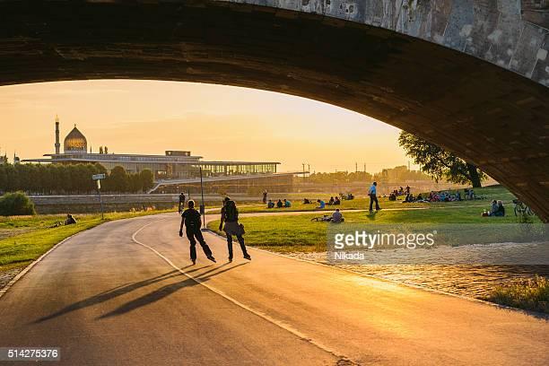 Dresden mit-Brücke bei Sonnenuntergang, Deutschland