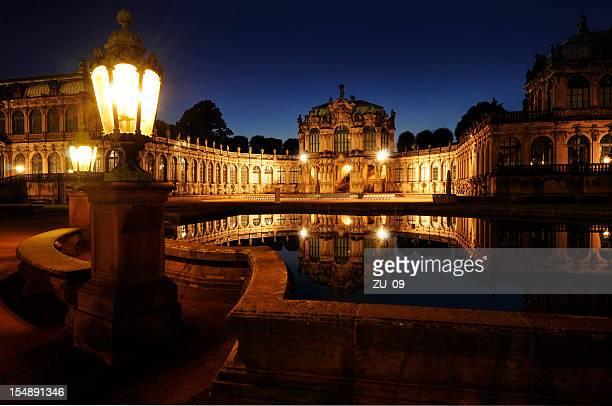 Dresdens Zwinger bei Nacht
