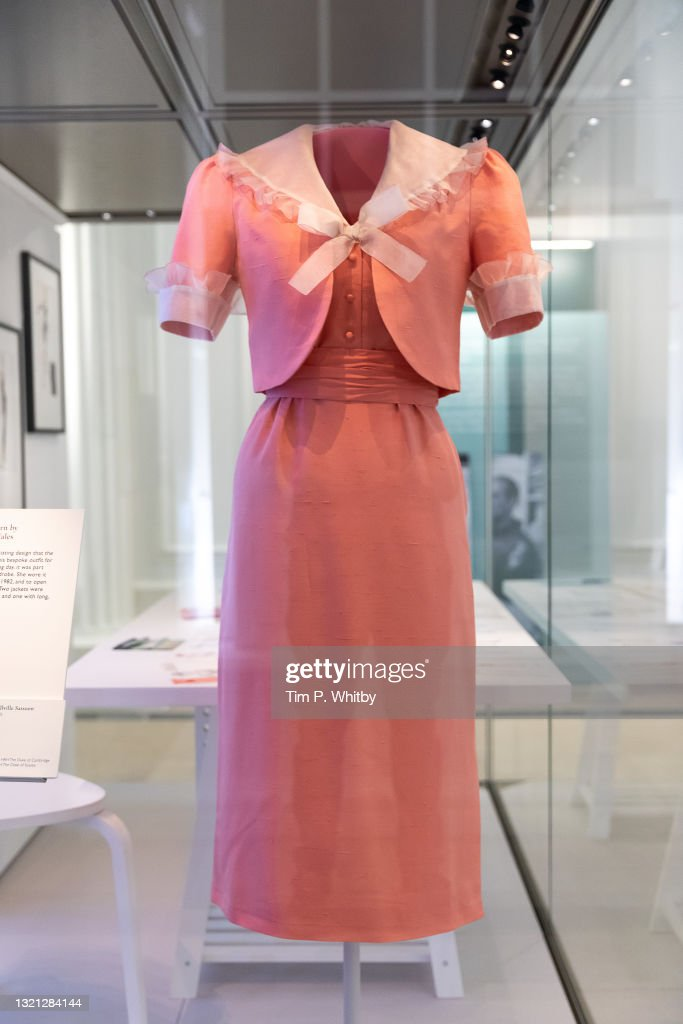 """""""Royal Style In The Making"""" Exhibition At Kensington Palace - Photocall : Nachrichtenfoto"""