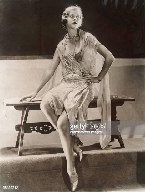 Dress Chantilly lace Photography Around 1930 [Pariser Modellkleid aus Georgette mit Chantilly Spitze Photographie Um 1930]