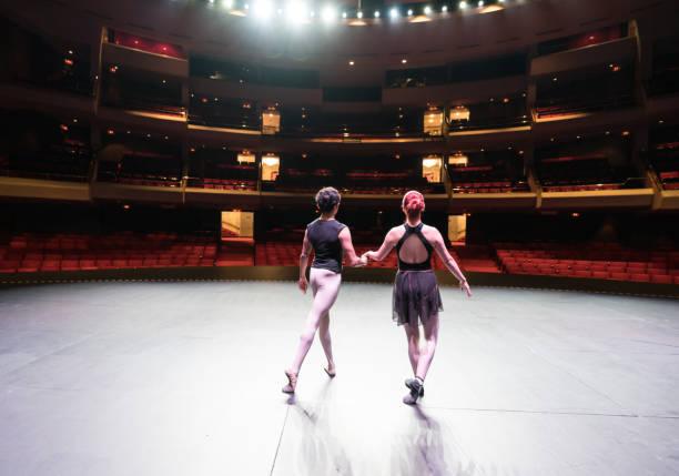 ensayo de los bailarines de ballet - dress rehearsal fotografías e imágenes de stock