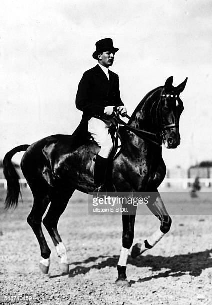 Dressage Carl Friedrich Freiherr von LangenParow with his horse 'Draufgaenger' winning the gold medal