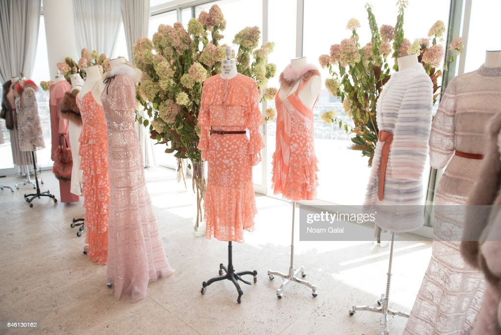 J. Mendel - Presentation - September 2017 - New York Fashion Week : News Photo