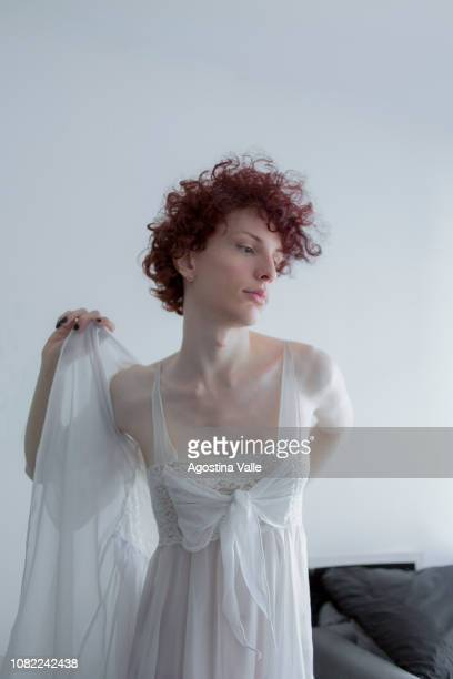 dressing up - femminilità foto e immagini stock