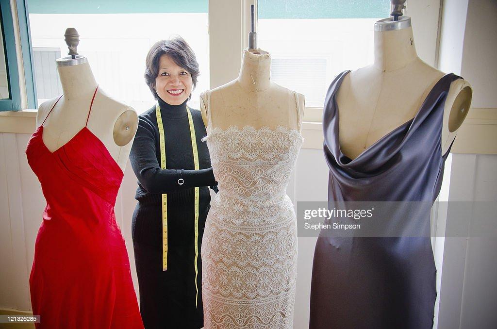 dressmaker in her shop : Foto de stock