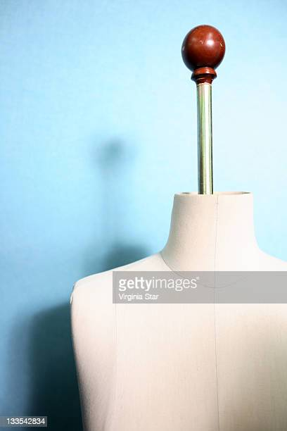 dressmakers mannequin with handle - male likeness stock pictures, royalty-free photos & images