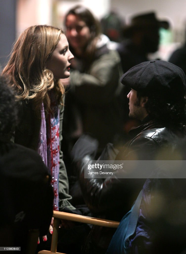 "Drew Barrymore and Fabrizio Moretti on Location for ""Music and Lyrics By"" -"