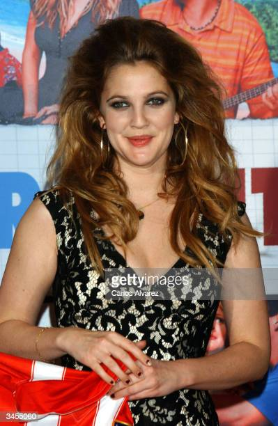 Drew Barrymore arrives at Spanish premiere of '50 First Dates' at Kinepolis Cinema on April 21 2004 in Madrid Spain