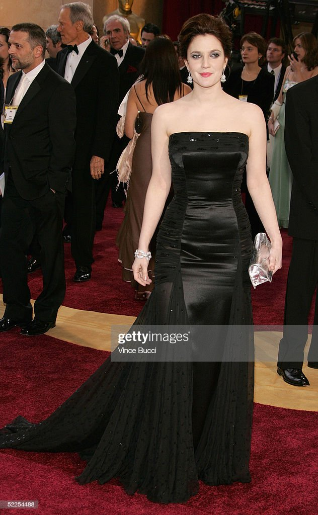 Drew Barrymore arrives at the 77th Annual Academy Awards at the Kodak Theater on February 27, 2005 in Hollywood, California.
