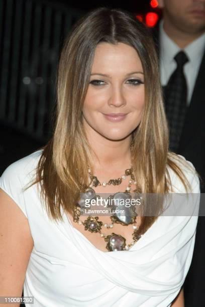 Drew Barrymore during Music and Lyrics New York Premiere - Outside Arrivals at Ziegfeld Theater in New York City, New York, United States.