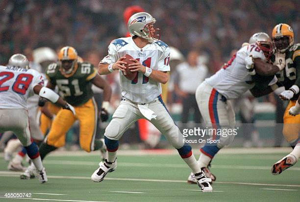 Drew Bledsoe of the New England Patriots drops back to pass against the Green Bay Packers during Super Bowl XXXI January 26 1997 at the Louisiana...