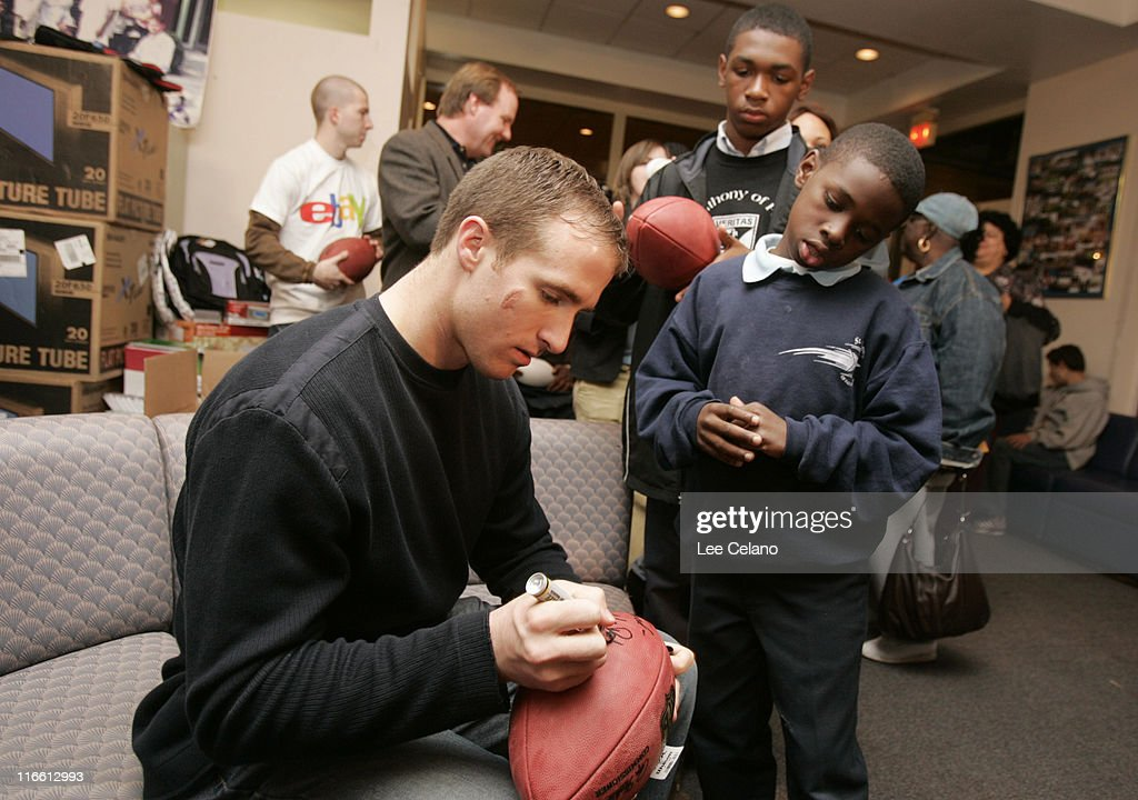 best sneakers e1237 b5502 Drew Brees and Saints fans during eBay Holiday Dreams Meet ...