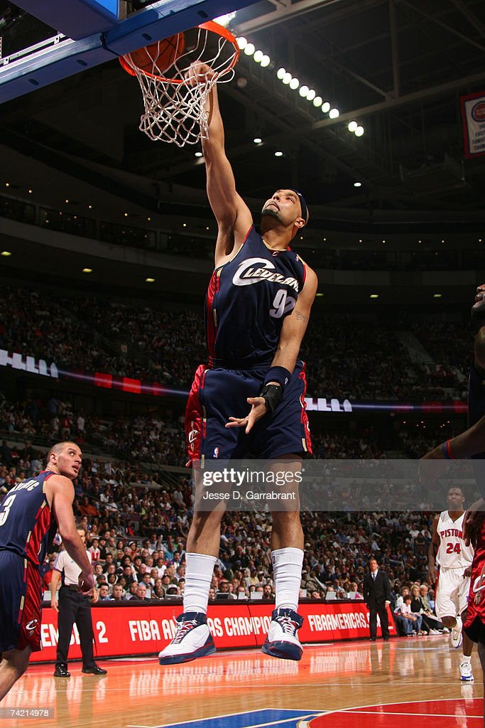 Drew Gooden #90 of the Cleveland Cavaliers dunks against the Detroit Pistons in Game One of the Eastern Conference Finals during the 2007 NBA Playoffs on May 21, 2007 at The Palace at Auburn Hills in Auburn Hills, Michigan.