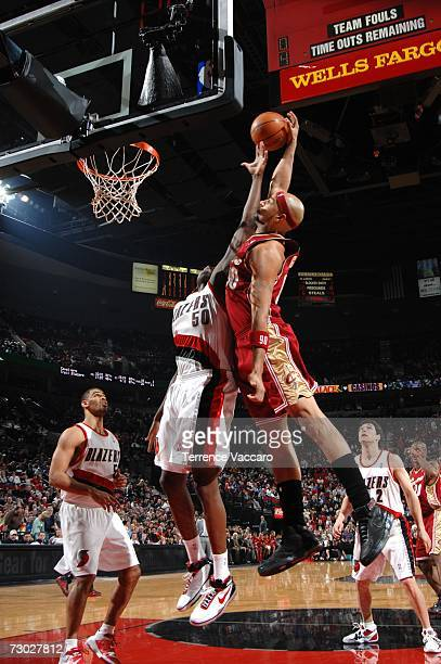 Drew Gooden of the Cleveland Cavaliers goes to the basket against Zach Randolph of the Portland Trail Blazers on January 17 2007 at the Rose Garden...