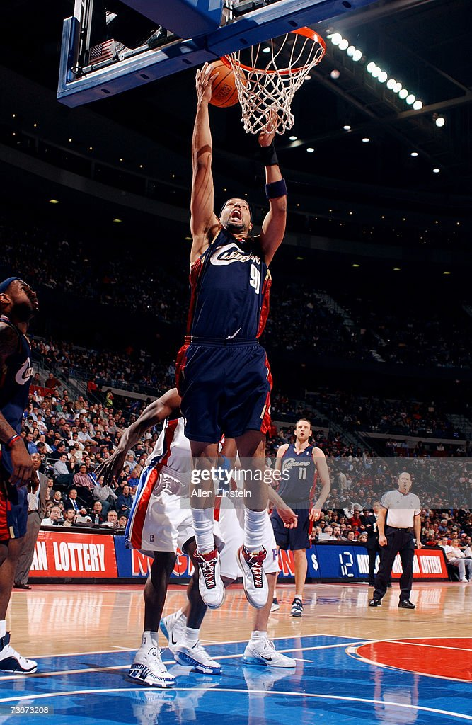 Drew Gooden #90 of the Cleveland Cavaliers goes up for a dunk against the Detroit Pistons at The Palace of Auburn Hills on March 7, 2007 in Auburn Hills, Michigan. The Cavs won in overtime 101-97.