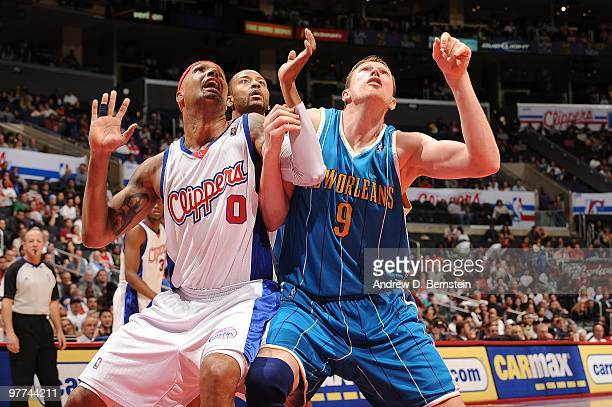 Drew Gooden of the Los Angeles Clippers boxes out against Darius Songaila of the New Orleans Hornets at Staples Center on March 15 2010 in Los...