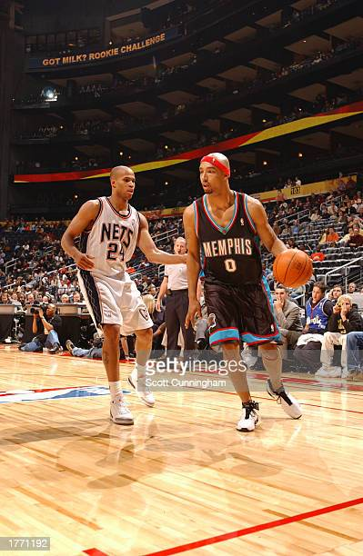 Drew Gooden of the Memphis Grizzlies drives to the basket against Richard Jefferson #24 of the New Jersey Nets during the first half of The Got Milk...