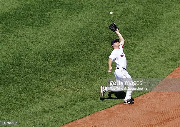 D Drew of the Boston Red Sox makes the catch against the Oakland Athletics at Fenway Park on July 30 2009 in Boston Massachusetts The Red Sox...