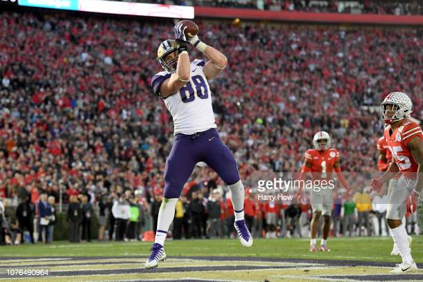 Drew Sample of the Washington Huskies scores a touchdown during the second half in the Rose Bowl Game presented by Northwestern Mutual at the Rose...