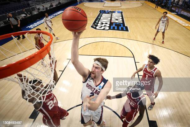 Drew Timme of the Gonzaga Bulldogs shoots against the Oklahoma Sooners in the second round game of the 2021 NCAA Men's Basketball Tournament at...
