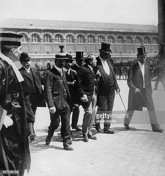 Dreyfus Alfred Offizier Frankreich Tumulte von Nationalisten anlaesslich der Ueberfuehrung der Leiche des Schriftstellers Emile Zola in das Pantheon...