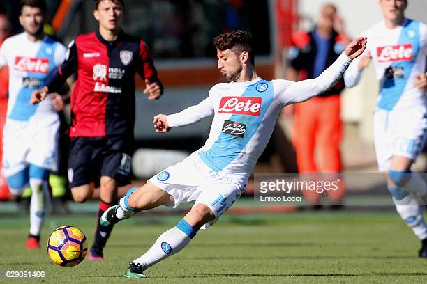 Drie Mertens of Napoli in action during the Serie A match between Cagliari Calcio and SSC Napoli at Stadio Sant'Elia on December 11, 2016 in...