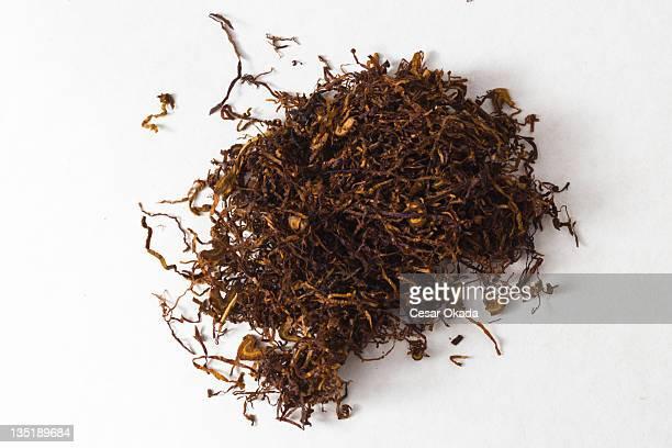 getrocknete und cut tabak - tabakwaren stock-fotos und bilder