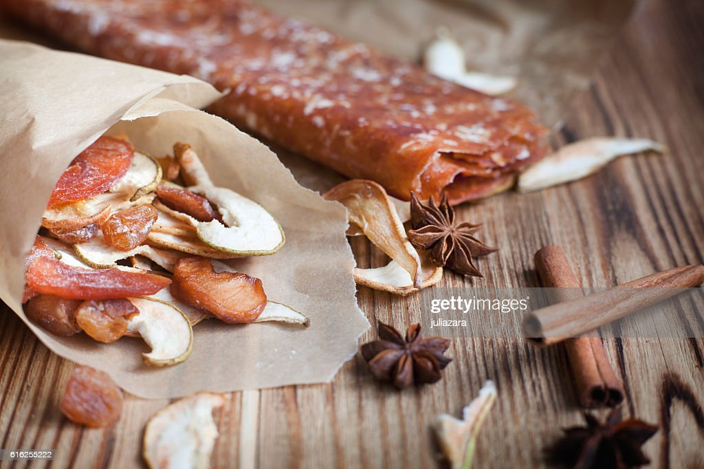 Dried fruit, natural candy and spices star anise, cinnamon : Foto de stock