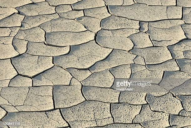 dried mud puddle with dry cracks and traces of rain drops, highway 24 near caineville, utah, usa - regentropfen stock pictures, royalty-free photos & images