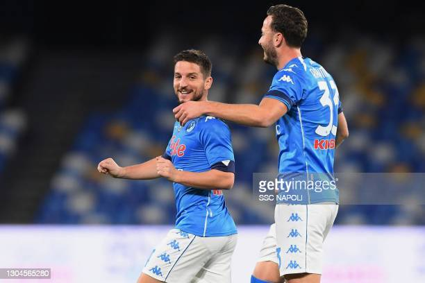 Dries Mertens of Napoli celebrates after scoring the first goal of Napoli during the Serie A match between SSC Napoli and Benevento Calcio at Stadio...