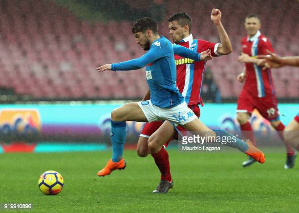Dries Mertens of Napoli competes for the ball with Alberto Grassi of Spal during the serie A match between SSC Napoli and Spal at Stadio San Paolo on...