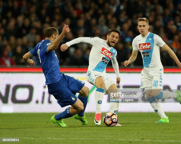 Dries Mertens of Napoli competes for the ball with Giorgio Chiellini of Juventus during the Serie A match between SSC Napoli and Juventus FC at...