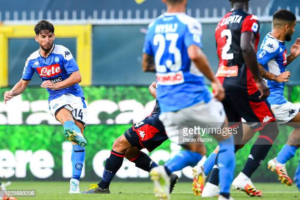 Dries Mertens of Napoli scores a goal during the Serie A match between Genoa CFC and SSC Napoli at Stadio Luigi Ferraris on July 8 2020 in Genoa Italy