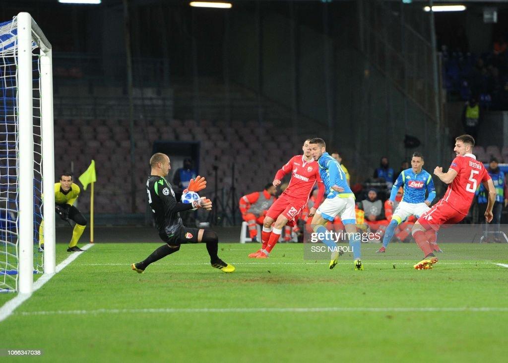 SSC Napoli v Red Star Belgrade - UEFA Champions League Group C : Fotografía de noticias