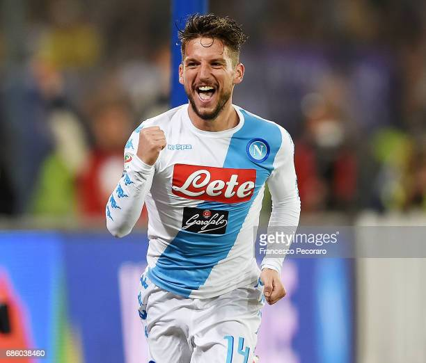 Dries Mertens of SSC Napoli celebrates after scoring goal 30 during the Serie A match between SSC Napoli and ACF Fiorentina at Stadio San Paolo on...