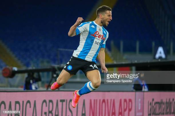 Dries Mertens of SSC Napoli celebrates after scoring the opening goal from a free kick during the Serie A match between AS Roma and SSC Napoli at...