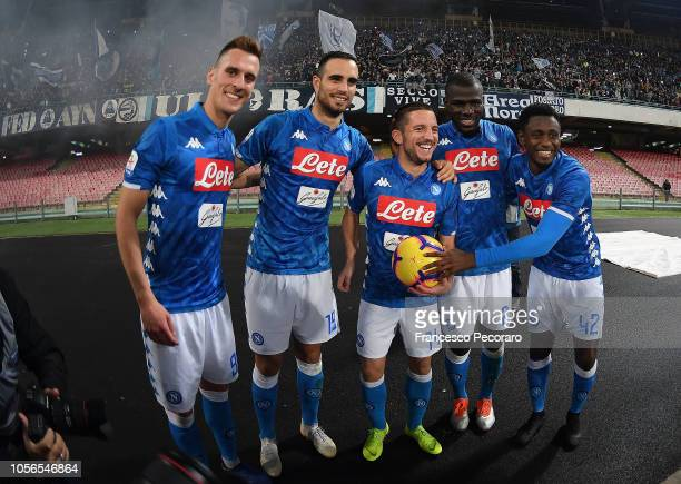 Dries Mertens of SSC Napoli celebrates the victory after the Serie A match between SSC Napoli and Empoli at Stadio San Paolo on November 2 2018 in...