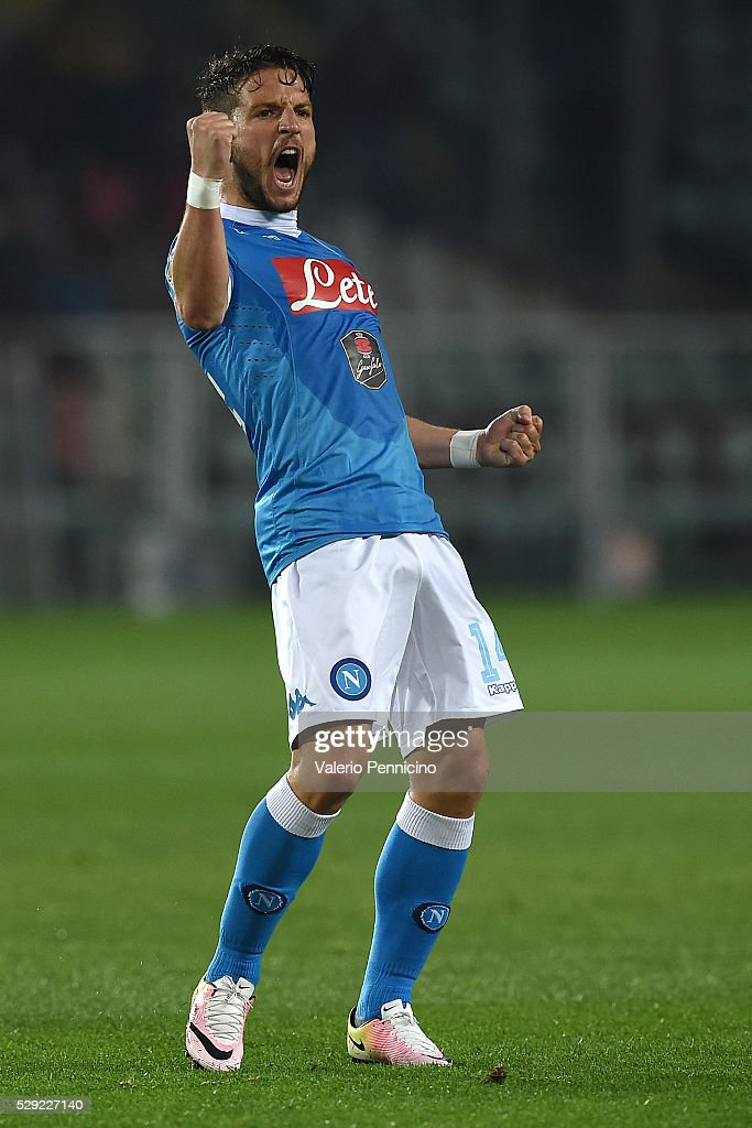 Dries Mertens of SSC Napoli celebrates victory at the end of the Serie A match between Torino FC and SSC Napoli at Stadio Olimpico di Torino on May 8, 2016 in Turin, Italy.