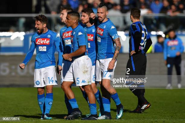 Dries Mertens of SSC Napoli celebrates victory with team mates at the end of the serie A match between Atalanta BC and SSC Napoli at Stadio Atleti...