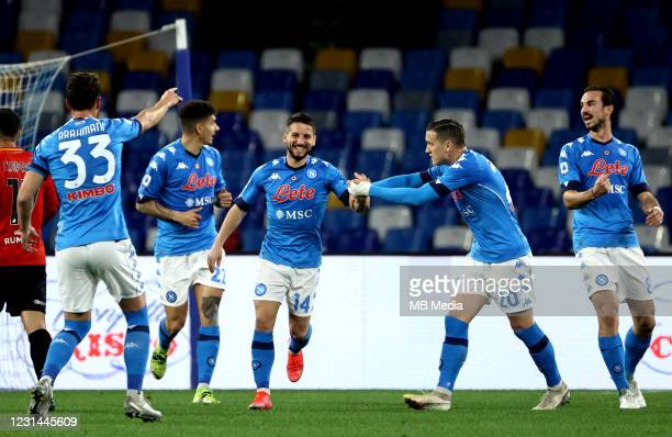 Dries Mertens of SSC Napoli celebrates with his teammates Piotr Zielinski, Amir Rrahmani, Giovanni Di Lorenzo and Fabian Ruiz after scoring his goal...