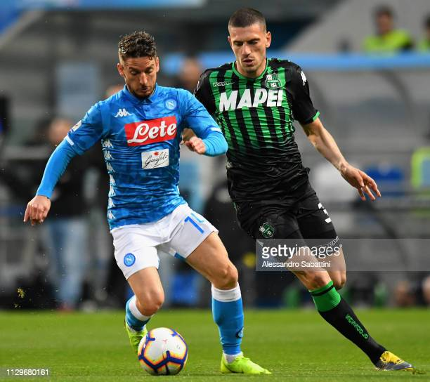 Dries Mertens of SSC Napoli competes for the ball with Merih Demiral of US Sassuolo during the Serie A match between US Sassuolo and SSC Napoli at...