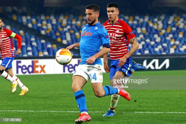 Dries Mertens of SSC Napoli competes for the ball with Nehuen Perez of Granada CF ,during the UEFA Europa League Round of 32 match between SSC Napoli...
