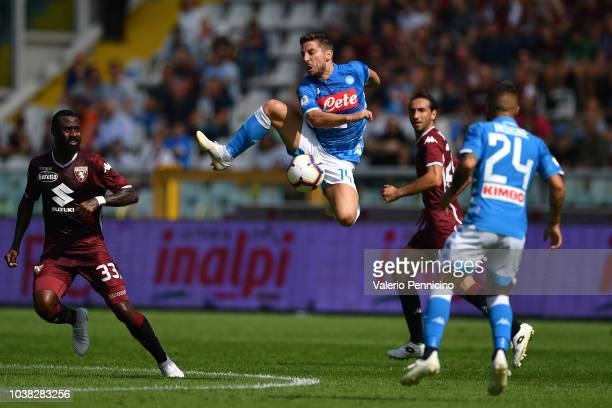 Dries Mertens of SSC Napoli controls the ball during the Serie A match between Torino FC and SSC Napoli at Stadio Olimpico di Torino on September 23...