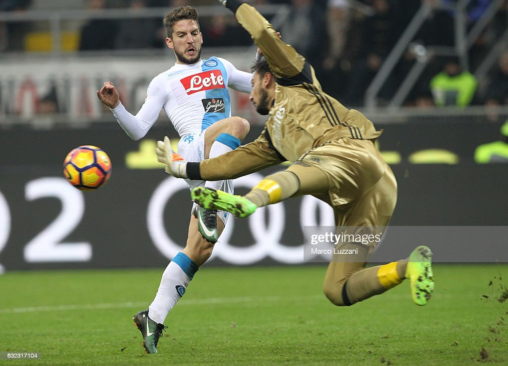 Dries Mertens of SSC Napoli is challenged by Gianluigi Donnarumma of AC Milan during the Serie A match between AC Milan and SSC Napoli at Stadio Giuseppe Meazza on January 21, 2017 in Milan, Italy.