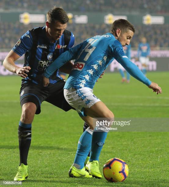 Dries Mertens of SSC Napoli is challenged by Hans Hateboer of Atalanta BC during the Serie A match between Atalanta BC and SSC Napoli at Stadio...