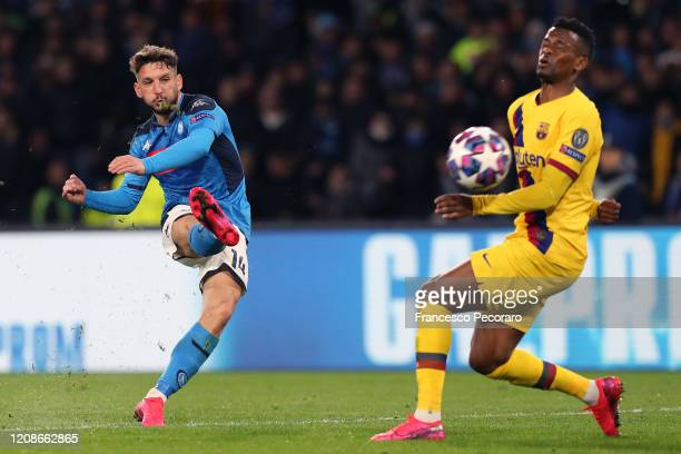 Dries Mertens of SSC Napoli scores the 10 goal during the UEFA Champions League round of 16 first leg match between SSC Napoli and FC Barcelona at...