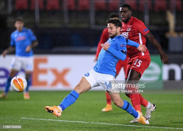 Dries Mertens of S.S.C. Napoli scores their team's first goal during the UEFA Europa League Group F stage match between AZ Alkmaar and SSC Napoli at...