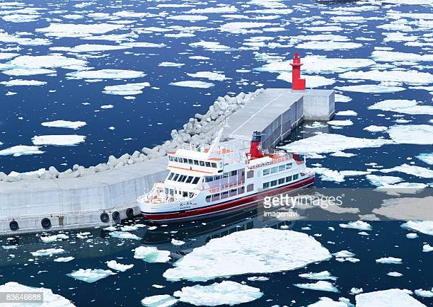 drift ice and ice breaking ship - drift ice stock pictures, royalty-free photos & images